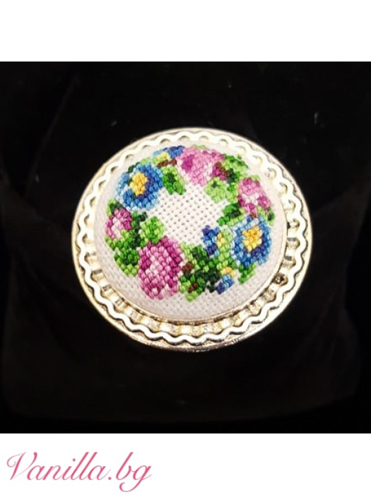 Ръчно бродиран пръстен - цветен венец