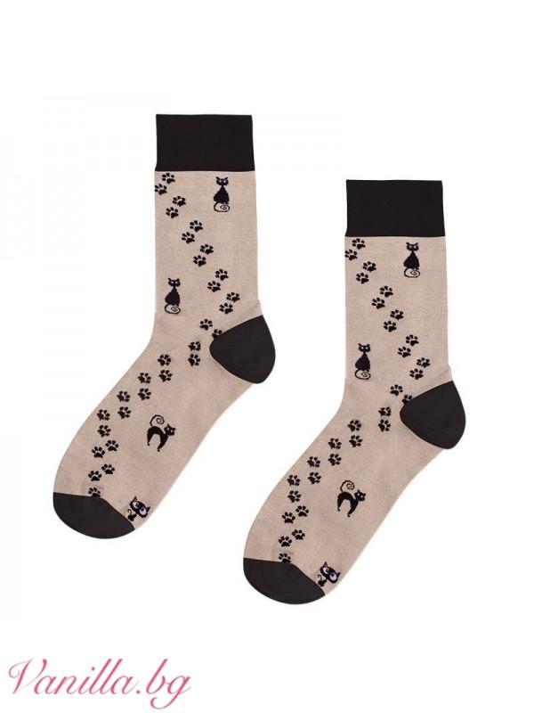 Чорапи с черни котки и котешки лапички