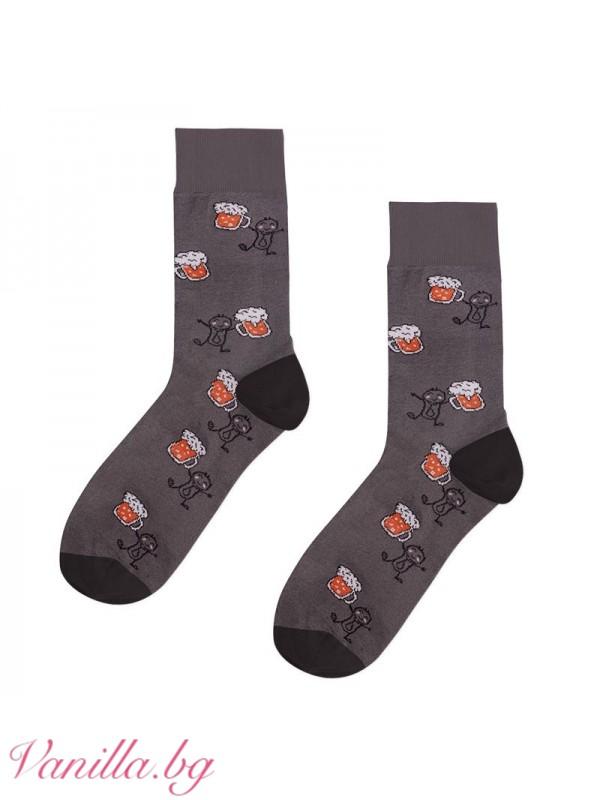 Чорапи с халби бира и почерпени младежи