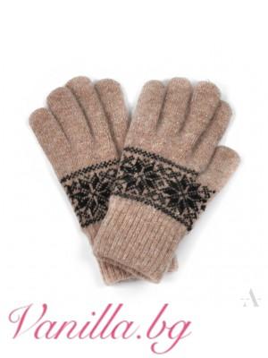 Вълнени ръкавици със зимни мотиви