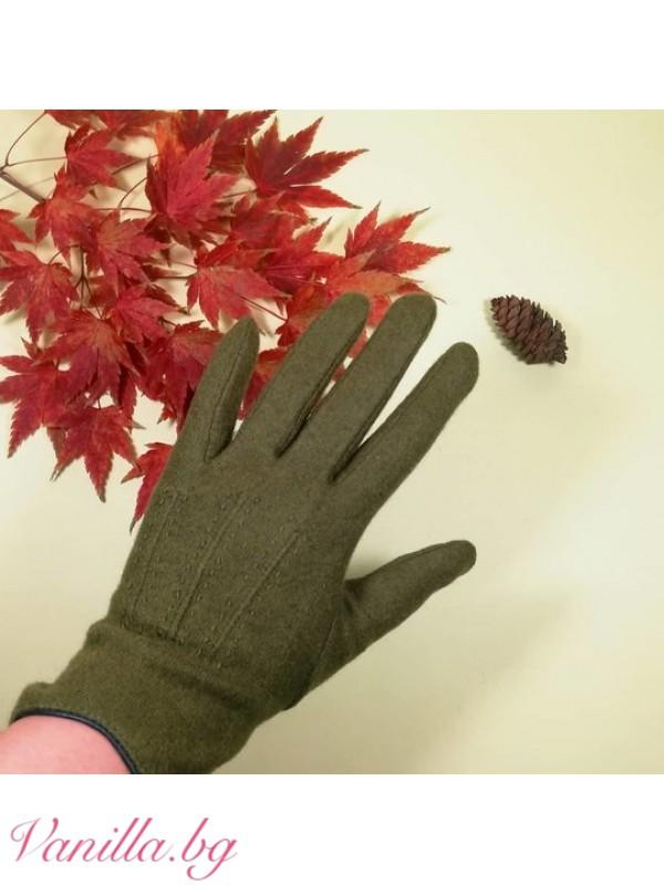 Дамски ръкавици в маслинено зелен цвят