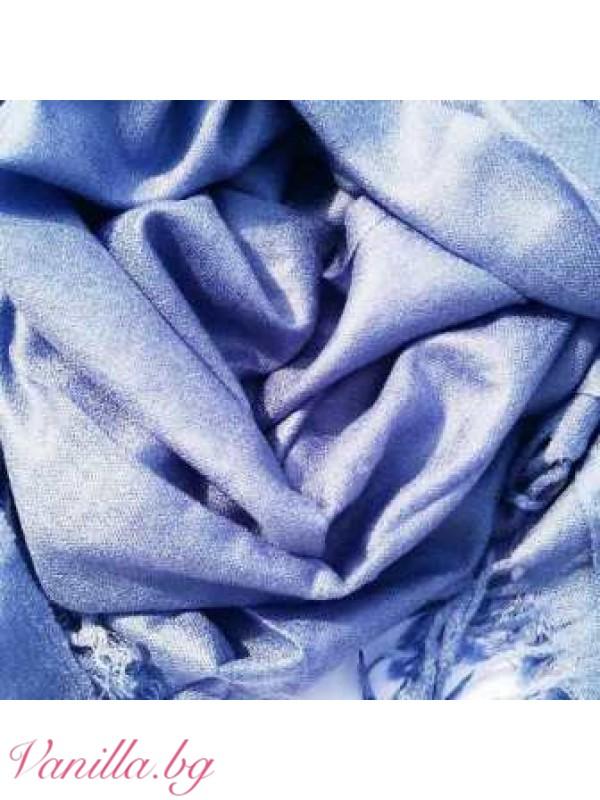 Светло син шал с ресни