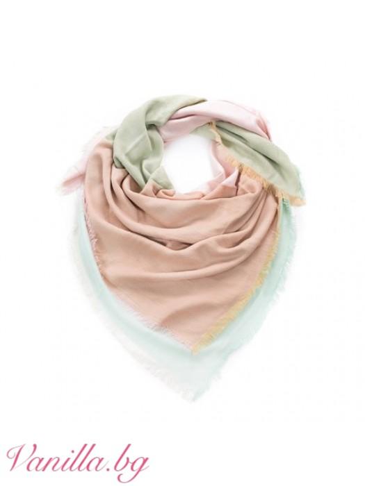Дамски шал в пастелни цветове