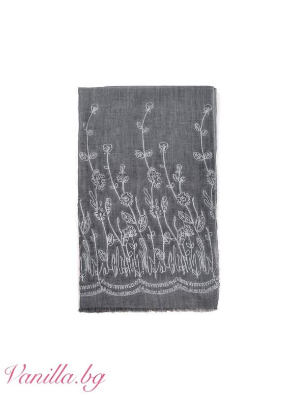 Стилен шал с бродерия