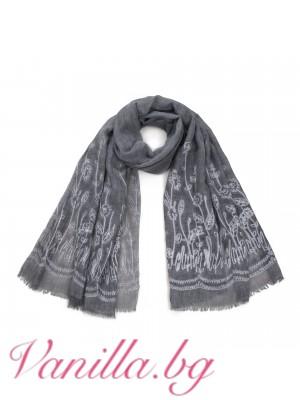 Стилен дамски шал с бродерия