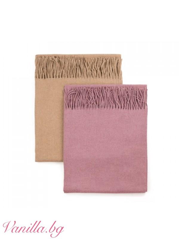 Топъл шал в бежов цвят
