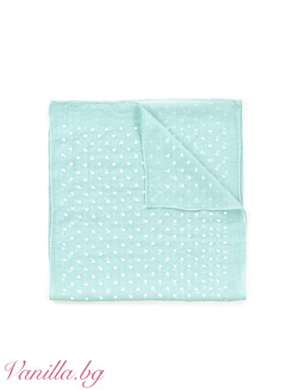 Ментовозелен шал на бели сърчица