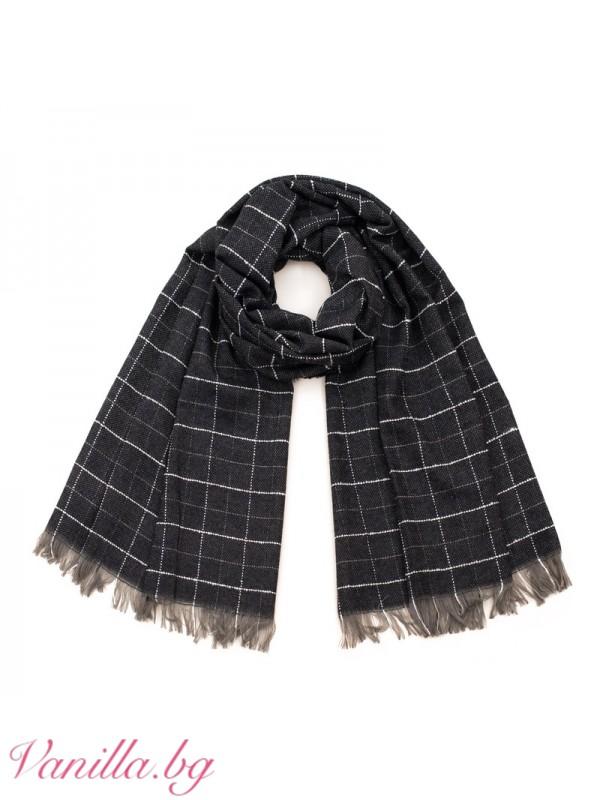 Шалове - Черен кариран шал с ресни