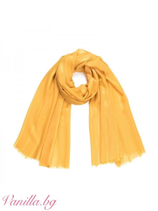 Пролетен шал в ярко жълт цвят