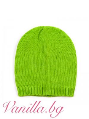 Зелена плетена шапка