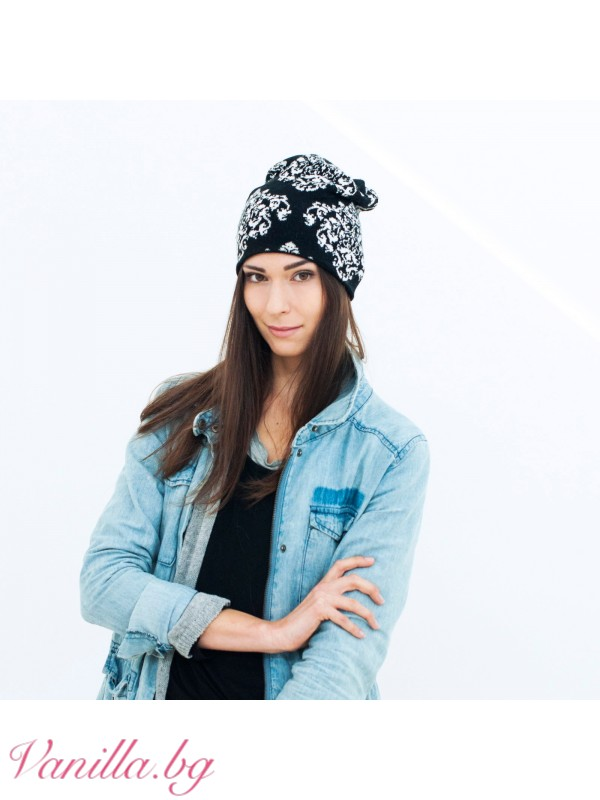 Дамска шапка с бели орнаменти и кристали