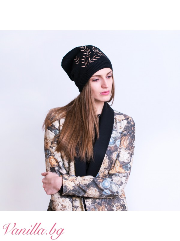 Дамска шапка с бродерия