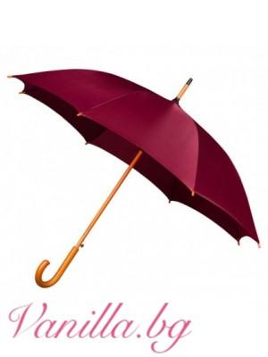 Червен чадър с дървена дръжка