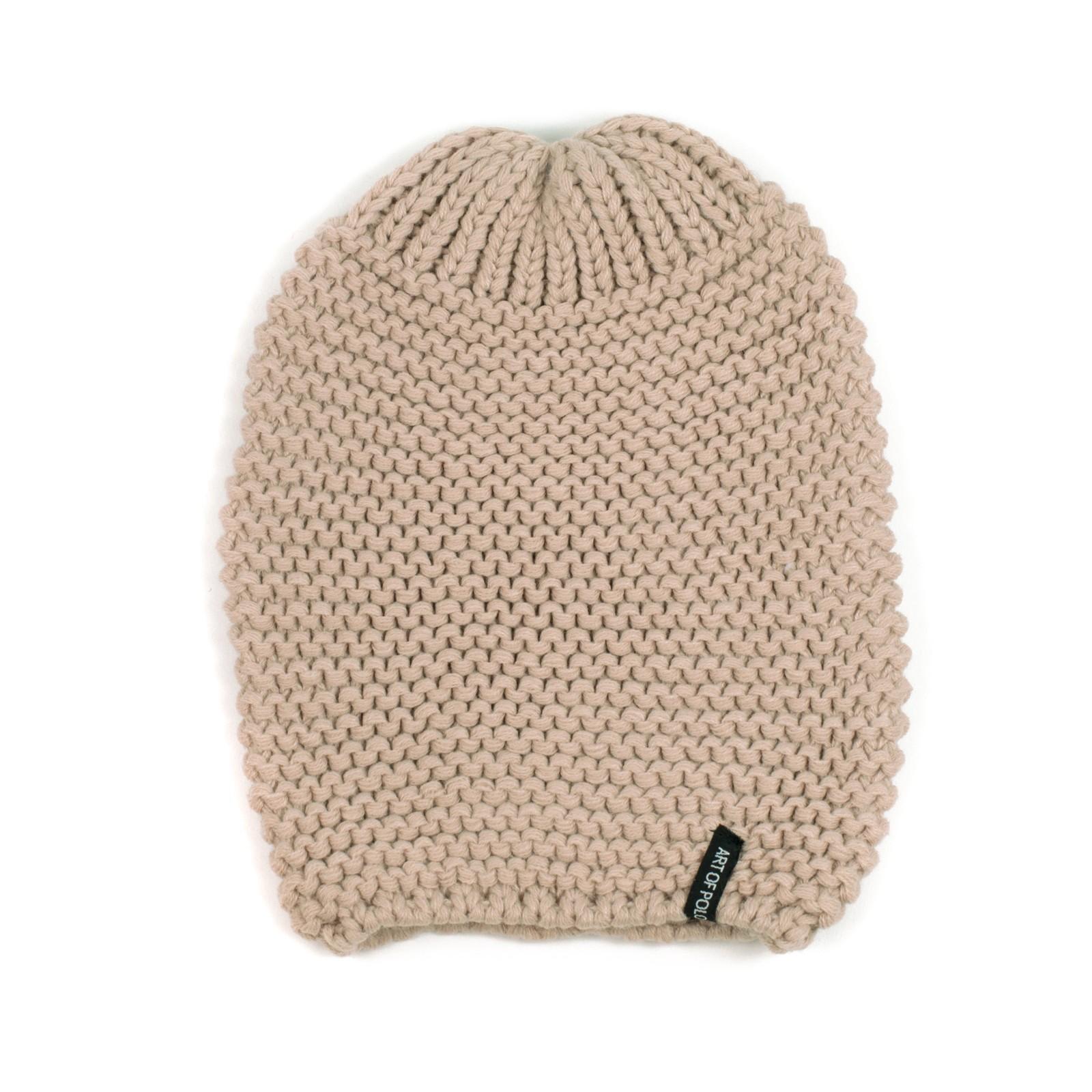 бежова шапка